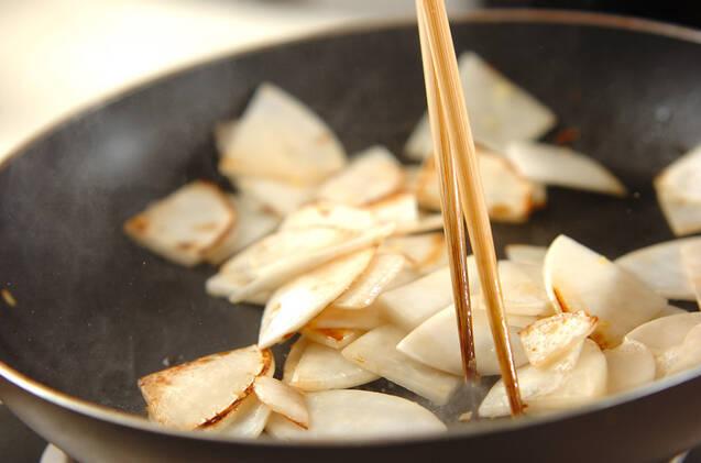 カブの香菜炒めの作り方の手順3