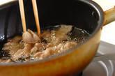 豚肉と玉ネギのカリカリサラダの作り方1
