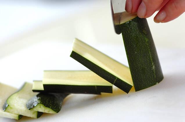 味がしみてる!ズッキーニの焼きびたしの作り方の手順1