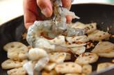 レンコンとエビのガーリック炒めの作り方4