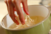 モヤシと油揚げのみそ汁の作り方3