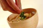 モヤシと油揚げのみそ汁の作り方4