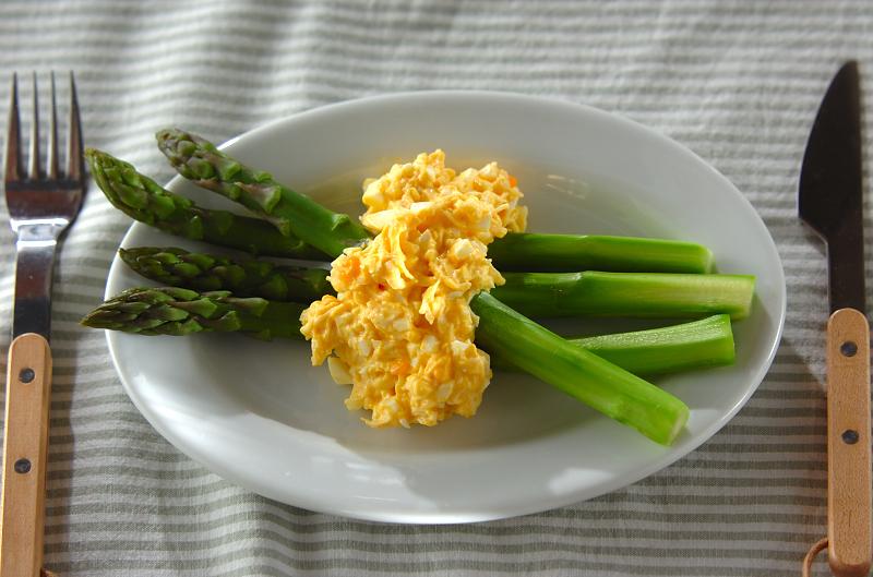 12.アスパラのゆで卵サラダ