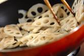 シャキシャキレンコンのきんぴらの作り方2