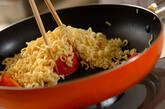インスタントラーメンで塩トマト焼きそばの作り方4