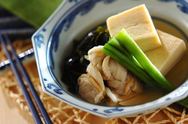 小鉢に入った、はまぐりと高野豆腐といんげん