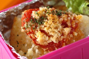 ハッシュドポテトのトマトチーズ焼き