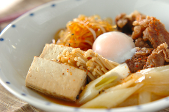 温泉卵のせ肉豆腐