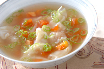 トマトワンタンスープ