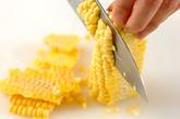 トウモロコシの豆乳みそ汁の下準備1