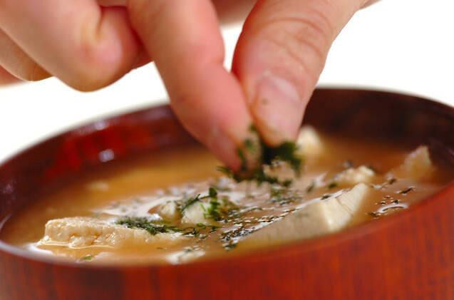 くずし豆腐のゴマみそ汁の作り方の手順4