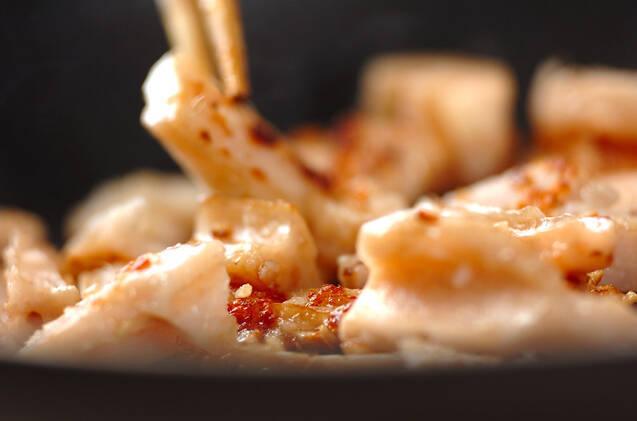 たたきレンコンのガーリック炒めの作り方の手順3