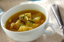 カレー風味のチキンスープ