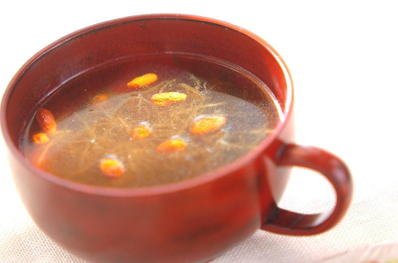 生姜でポカポカ、もずく中華スープ