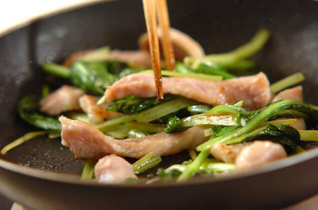 豚トロと小松菜のショウガ風味の作り方の手順3