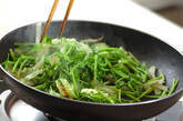セリとセロリのユズコショウ炒めの作り方5