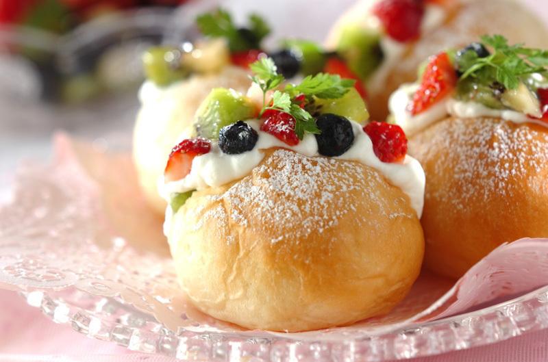 2. フルーツヨーグルトクリームパン