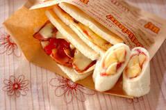 ベーコンエッグサンドイッチとバナナロール
