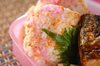 鮭と大葉の桜餅風おむすび