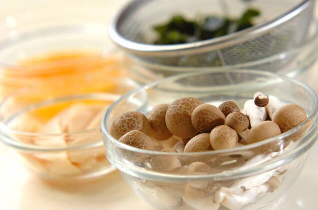 シメジとタケノコのお吸い物の作り方の手順1