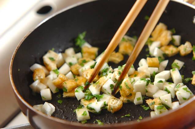 カブと油揚げの炒め煮の作り方の手順3