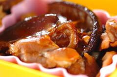 鶏とシイタケの煮物