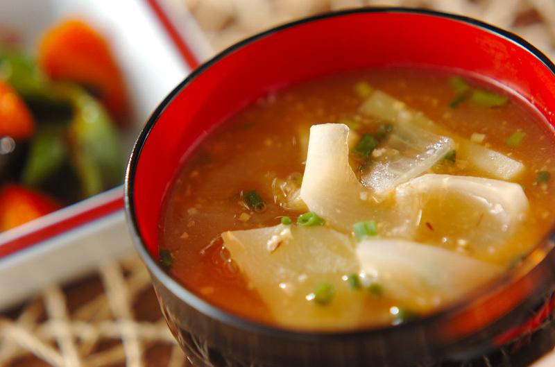 2. 油揚げとジャガイモ、玉ねぎの味噌汁