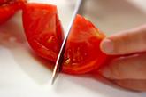 トマトとオニオンのサラダの下準備1