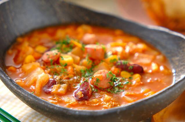 白菜、ソーセージ、水煮豆のチリコンカン