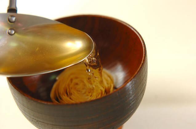 湯葉とシメジのお吸い物の作り方の手順3