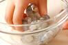 ぷりぷり!エビと小松菜のニンニク塩炒めの作り方の手順1