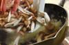 サバ(缶詰)のドライカレーの作り方の手順2
