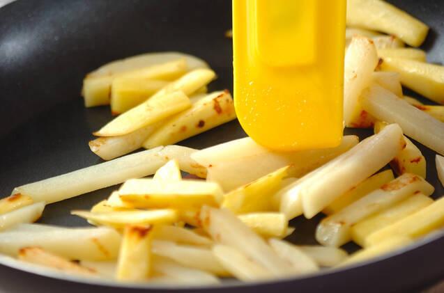 イモのオイスター炒めの作り方の手順3