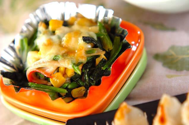 ほうれん草とコーンのチーズ焼き