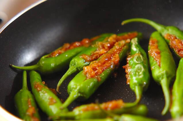 シシトウのおかか詰め焼きの作り方の手順4