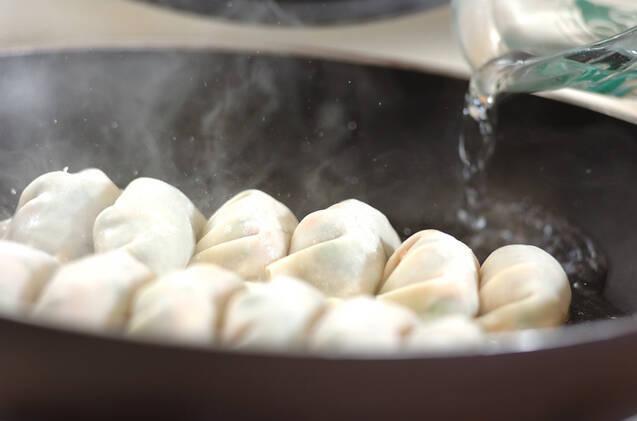 タケノコ入り焼き餃子の作り方の手順4