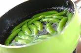 エンドウのピリ辛マヨ和えの作り方1