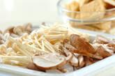 キノコと油揚げの甘辛煮の作り方1