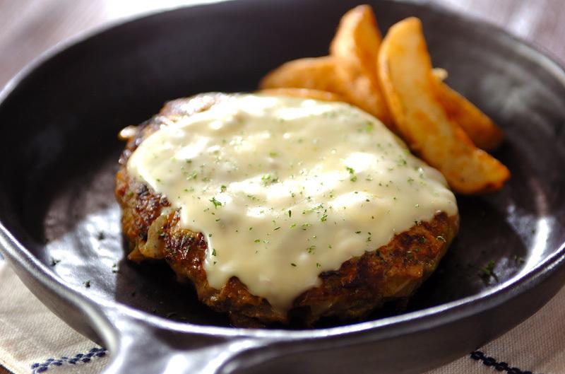 2.チーズカレーハンバーグ