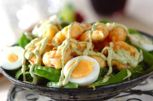 えびフリッターとゆで卵の温サラダ