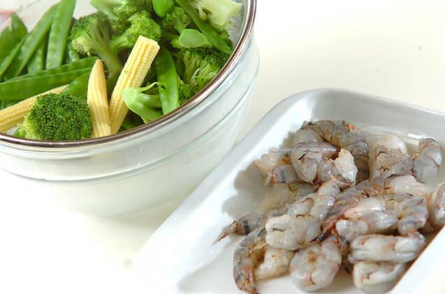 エビフリッターの温サラダの作り方の手順1