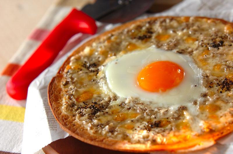 とろ~り半熟卵のビスマルク風ピザ