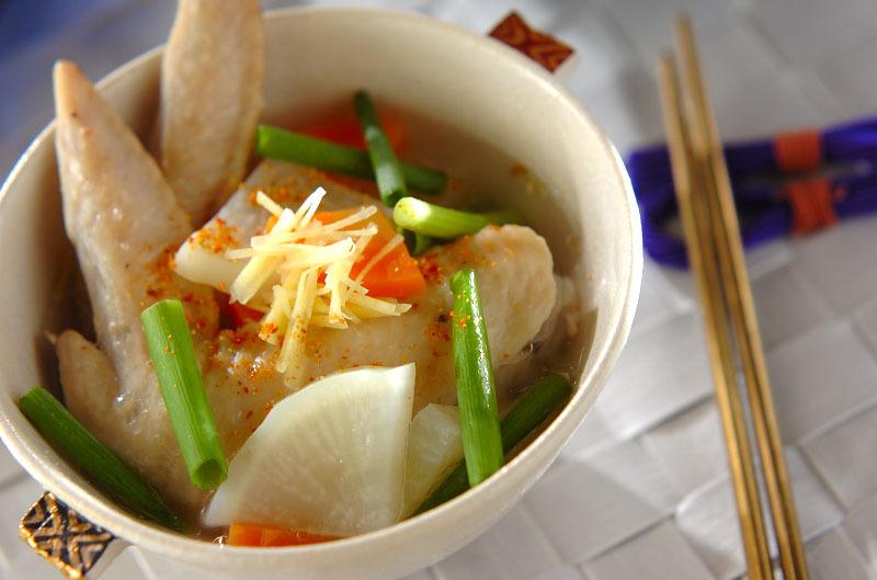 鶏手羽先と野菜のスープ