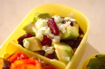 アボカドと豆のサラダ