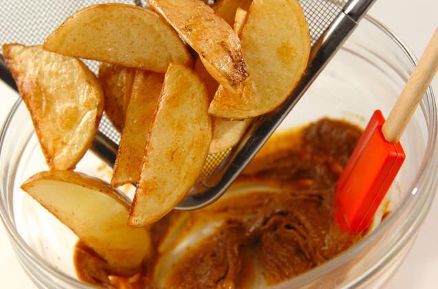 揚げエビとジャガイモのカレーソース和えの作り方の手順6