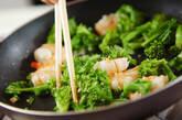 エビと菜の花の蒸し炒めの作り方2