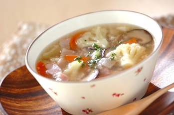 カリフラワーとベーコンのスープ