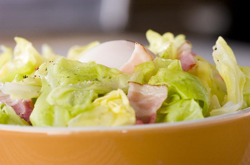春キャベツとベーコンの温サラダ