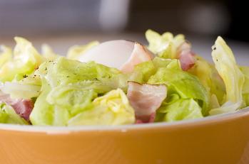 春キャベとベーコンの温サラダ