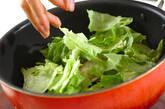 レタスと豚バラ肉の炒め物の作り方2